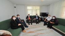 Vali Dr. Erdinç Yılmaz, Şehidimiz İstihkâm Uzman Çavuş Suat Topçu'nun ailesini ziyaret etti