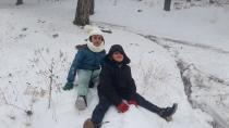 Vatandaşlar araçlarıyla yaylaya gidip karın keyfini çıkardı