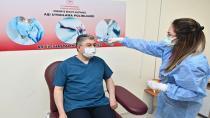 Vali Yılmaz, Kovid-19 aşısının ikinci dozunu yaptırdı
